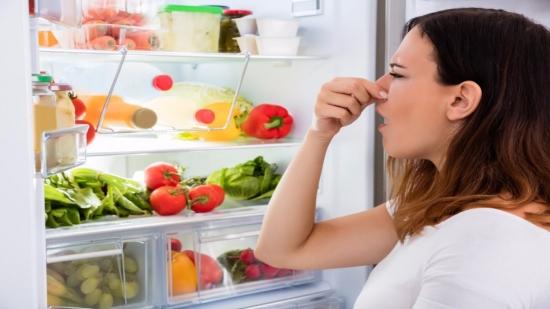 Cum scapi de mirosul neplacut din frigider | Trucuri simple si eficiente