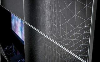 Efect vizual original pentru mobilierul din living negru cu imprimeu de panza de paianjen