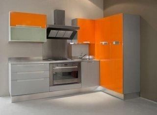 Mobila de bucatarie gri cu portocaliu