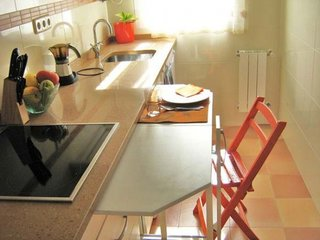 Masa culisanta ascunsa in mobila bucatarie