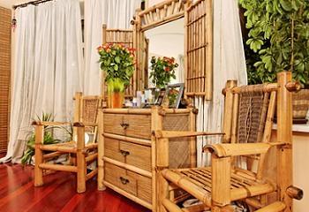 scaune realizate din lemn de bambus
