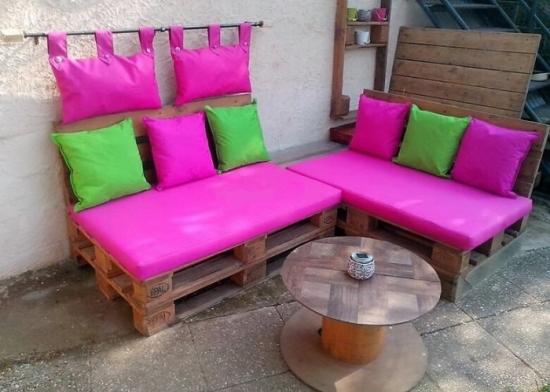 Canapea din paleti din lemn