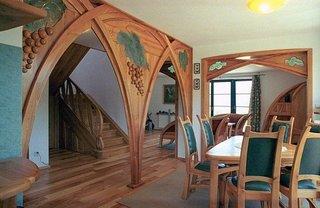 Pereti despartitori din lemn cu arcada