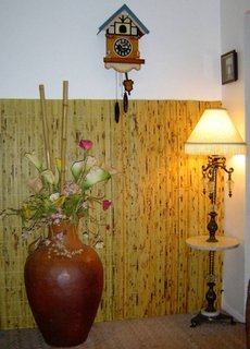 Lambriu din bete de bambus aplicat pe perete