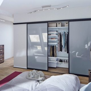 Dressing dormitor cu usi glisante din sticla mata