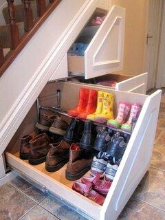 Pantofar sub scara