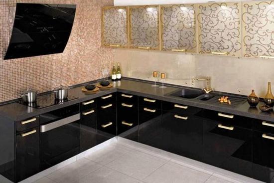 Bucatarie cu mobilier culoare neagra
