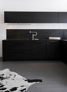 Zugraveala alba si mobilier din lemn vopsit mat