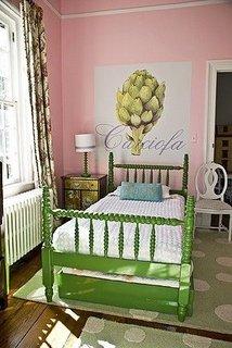 Pat verde pentru o camera de fetite