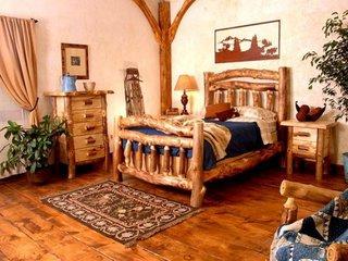 Camera cu mobilier rustic din lemn