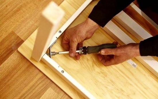 Montare mobilier din lemn