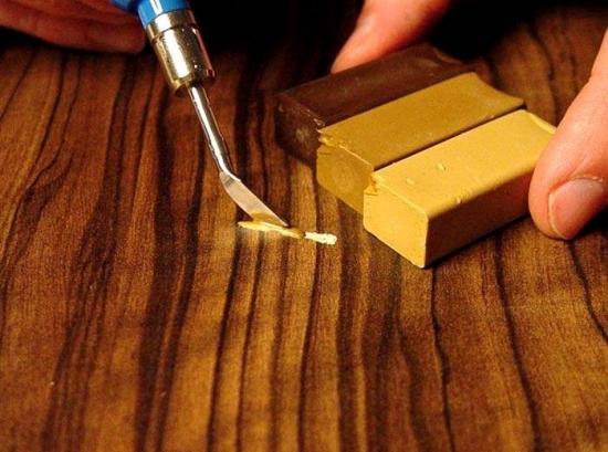 Reparare zgarieturi mobilier lemn