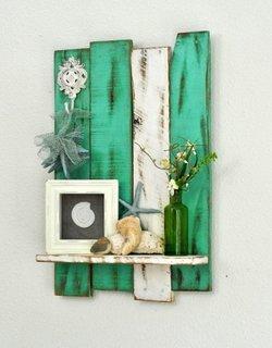 Etajera din paleti colorata in alb si verde cu patina