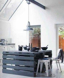 Masa de dining din lemn vopsit in negru