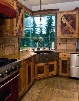 Bucatarie cu mobilier din paleti din lemn
