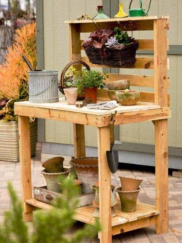 Banc de lucru pentru gradina din paleti de lemn