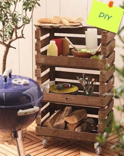Suport cu etajere pentru depozitare tacamuri in bucataria de vara