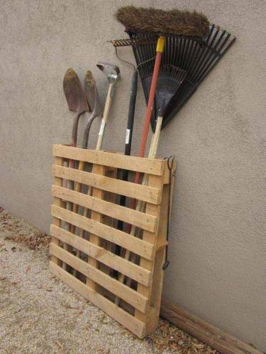 Suport din lemn pentru depozitare ustensile de gradina