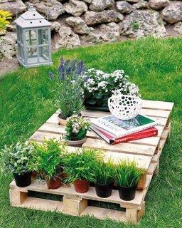 Suport pentru flori din paleti reciclati