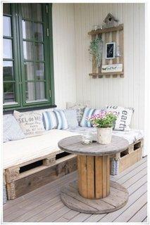 Tambur din lemn tranformat in masuta rotunda pentru terasa