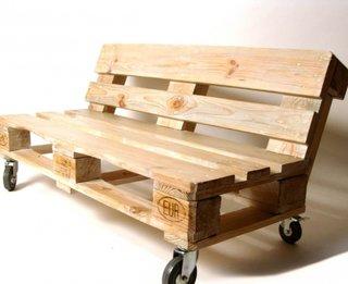 Banca cu roti din paleti din lemn