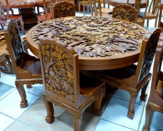 Masa si scaune cu blat si spatar sculptat