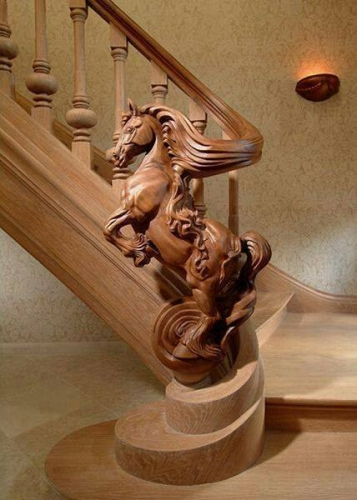 Balustrada eleganta cu un cal sculptat