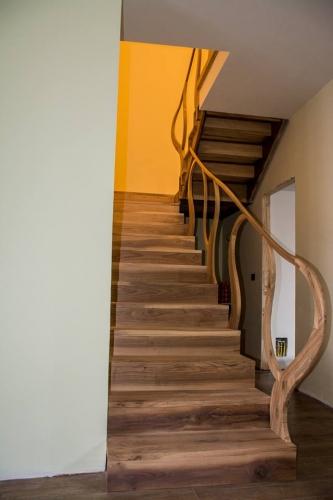 Balustrada eleganta din lemn