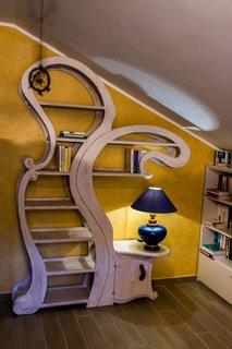 Biblioteca cu forma interesanta