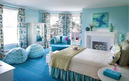Camera pentru fete in tonuri de bleu