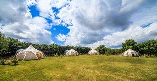 Camping cu corturi moderne