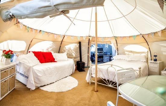 Decor modern pentru interiorul unui cort