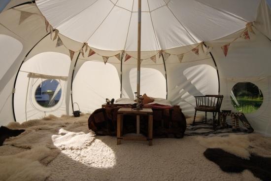 Interior de cort amenajat foarte comod