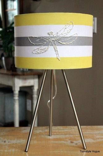 Abajur cu fluturas impletit din sarma subtire