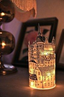 Un desen poate fi abajurul perfect pentru o lampa originala