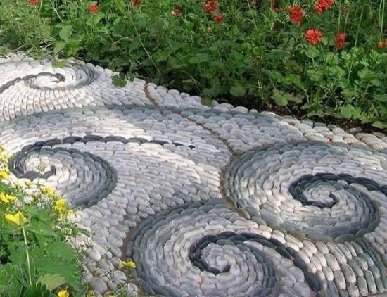 Alee decorativa cu piatra rotunda de munte