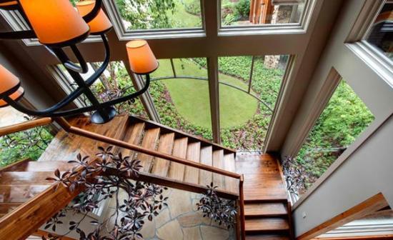 Modele atractive de scari de interior din lemn