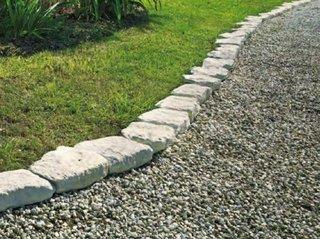 Bordura de gradina realizata din pavaje de piatra