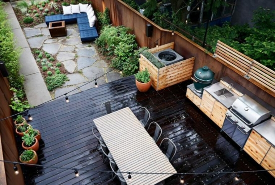 Terasa din lemn utilata cu bucatarie in aer liber