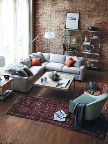 Canapea gri in forma de L gri cu pernite colorate