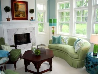 Canapea vernil pe curb si fotoliu verde crud cu tapiterie de catifea