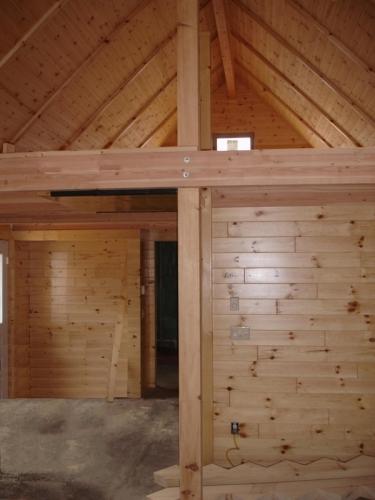 Interior de casa de busteni placat cu cherestea