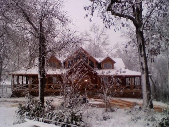 Casa cu suprafata construita mare din lemn
