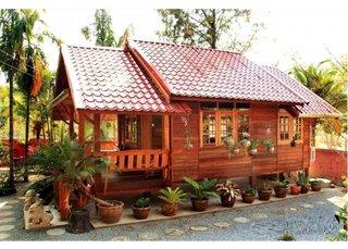 Casa mica construita din lemn