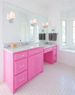 Lavoar cu dulap roz aprins pentru o baie de fete