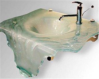 Model ce imita scurgerea apei confectionata din sticla