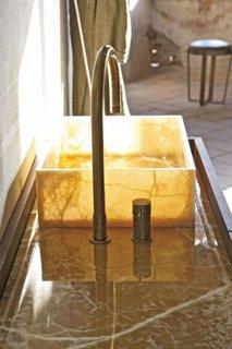 Model de lavoar pentru baie din marmura galbena,opaca