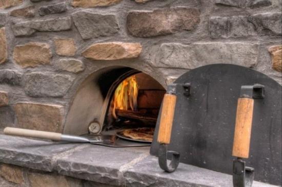 Cuptor cu lemne de exterior pizza pe jar