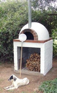 Model de cuptor mic de gradina pe lemn