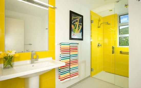Modele de bai galbene. Culoare solara pentru un decor modern, plin de energie